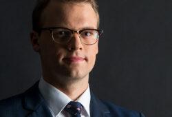 odvetnik Urh Šuštar